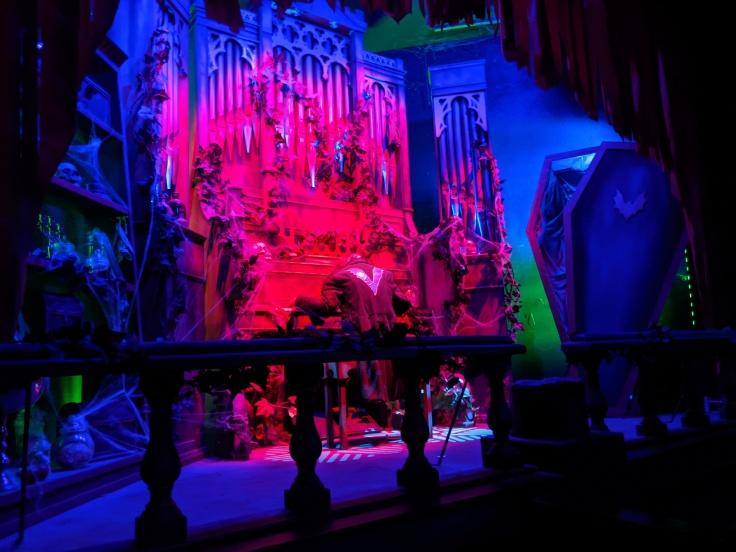 Animatronic organist which site inside the station of Vampire at Chessington